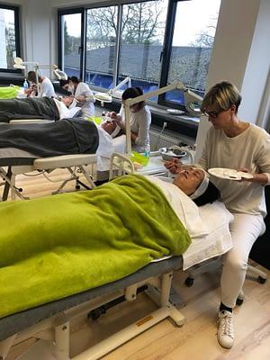kosmetik Ausbildung in frankfurt mit viel praxis