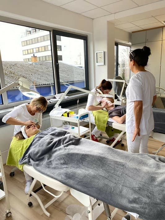 kosmetik ausbildung frankfurt bei der cr cosmetic academy
